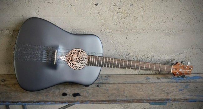 Необычная гитара-паук