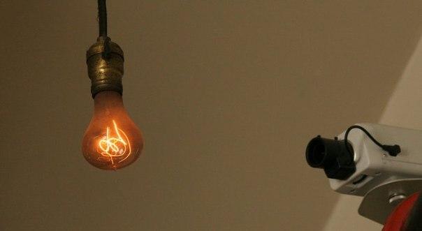 Круглосуточное наблюдение за лампочкой