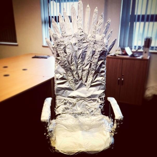 Железный трон из офисного  кресла