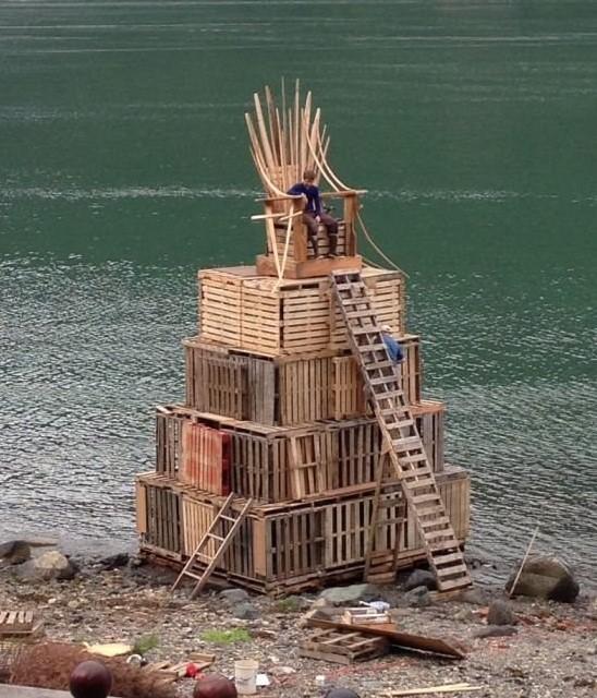 Железный трон из дерева