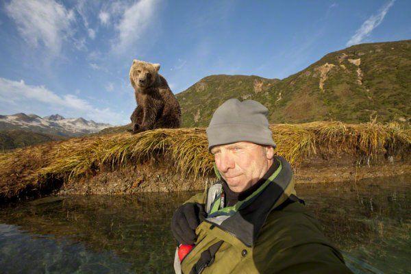 Автопортрет с медведем