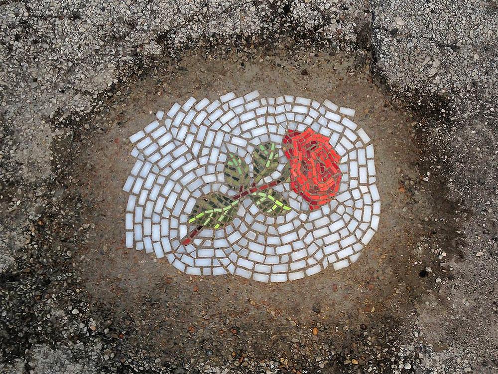 Мозаика в дорожной яме 1