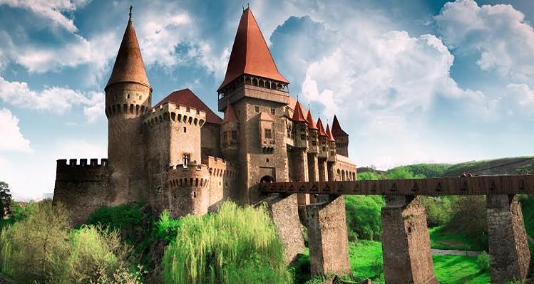фото - замок Корвинок