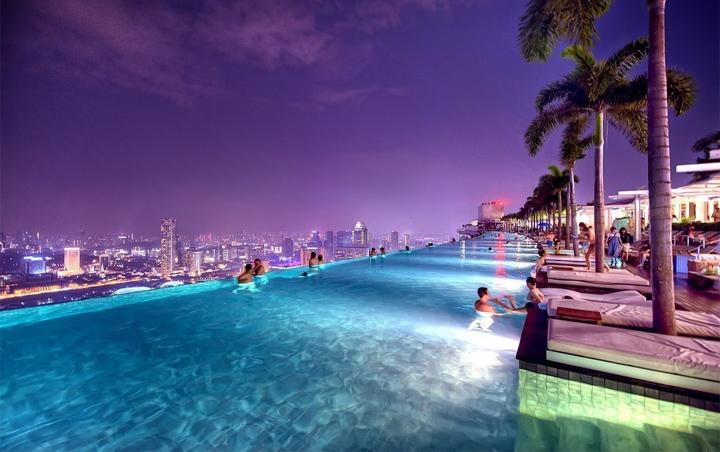 Отель с бассейном на крыше - Марина Бэй 10