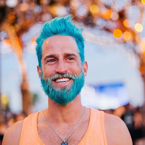 Разноцветные волосы у мужчин фото 1