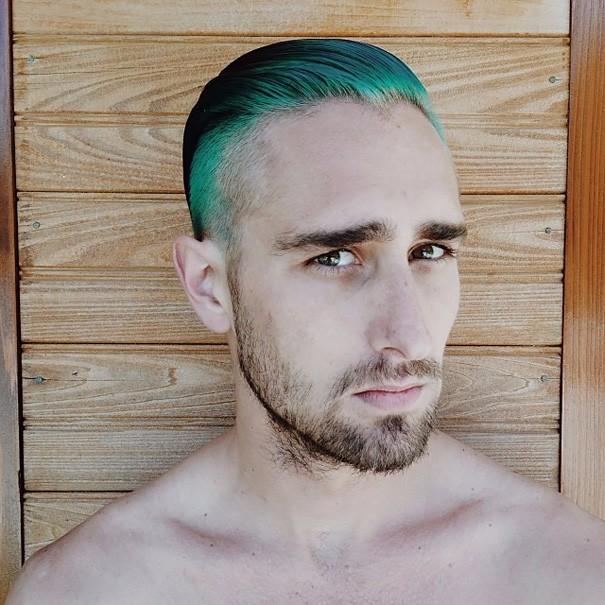 Разноцветные волосы у мужчин фото 5