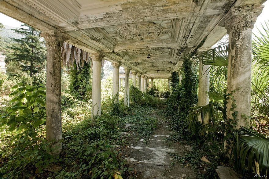 Заброшенный вокзал в Абхазии