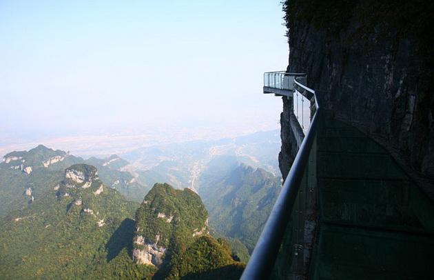 Стеклянный мост в Китае 4
