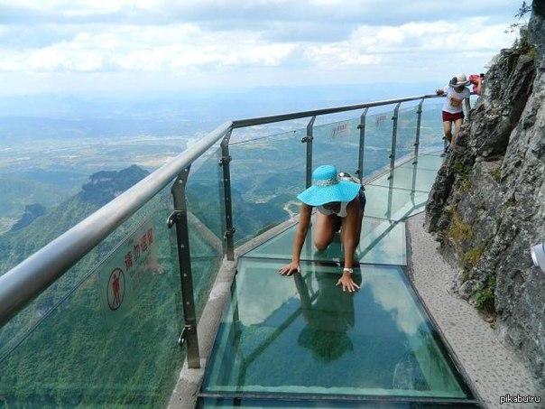 Стеклянный мост в Китае 5