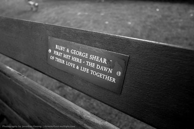 Прикольные именные скамейки