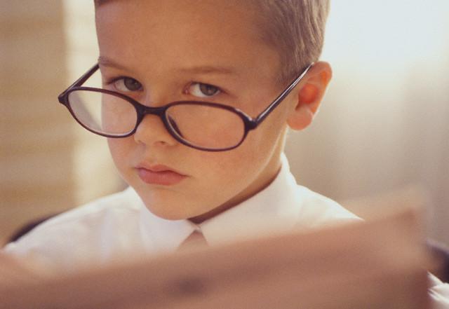 С очками умный взгляд