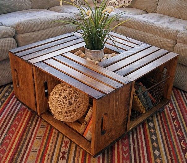столик из старых ящиков