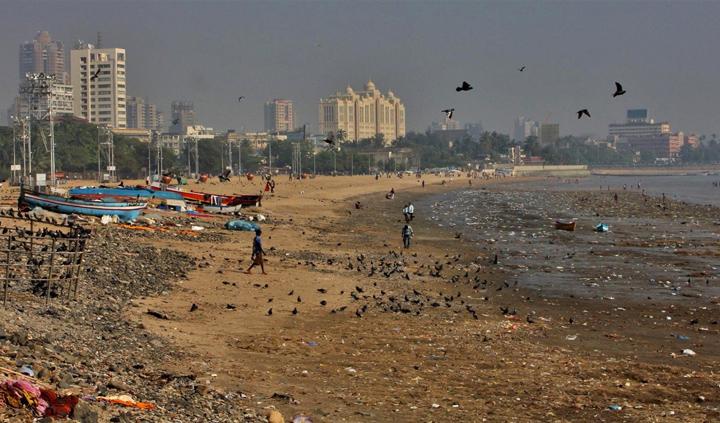Мусор на пляже в Индии