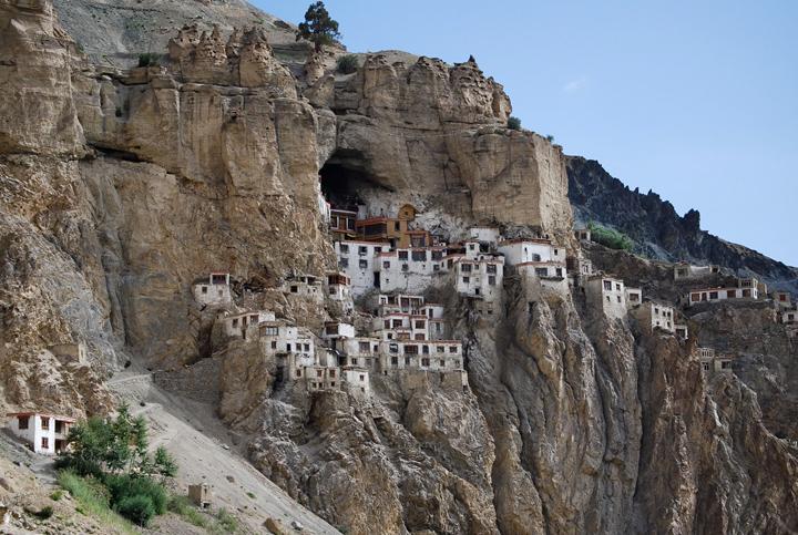 Наскальные монастыри в Индии
