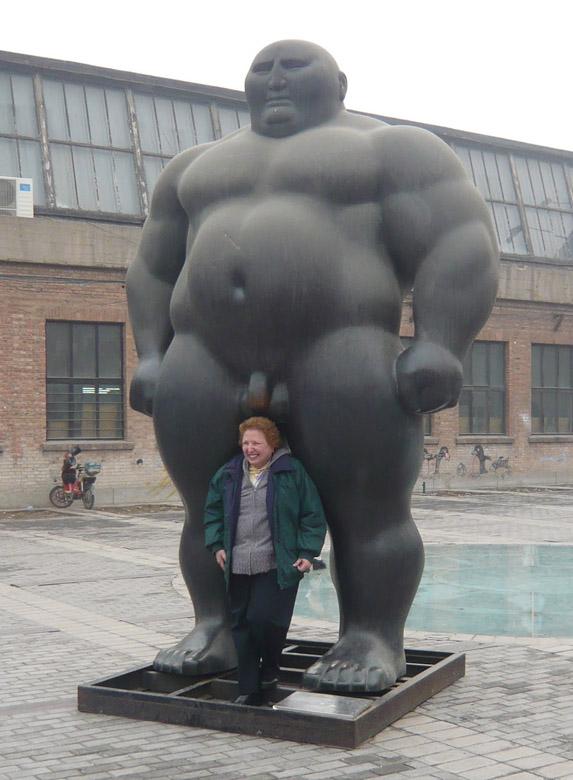 Смешные фото со статуями 13