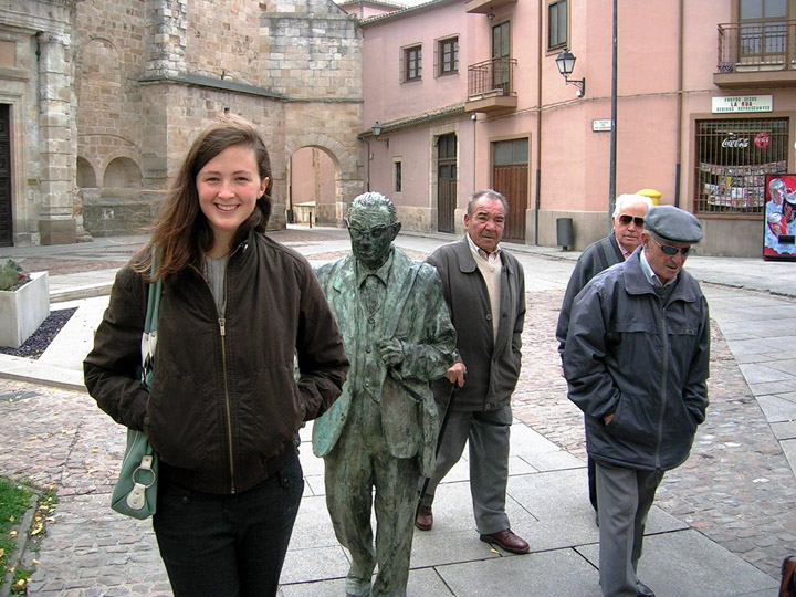Смешные фото со статуями 2
