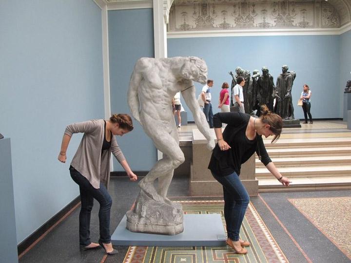 Смешные фото со статуями 3