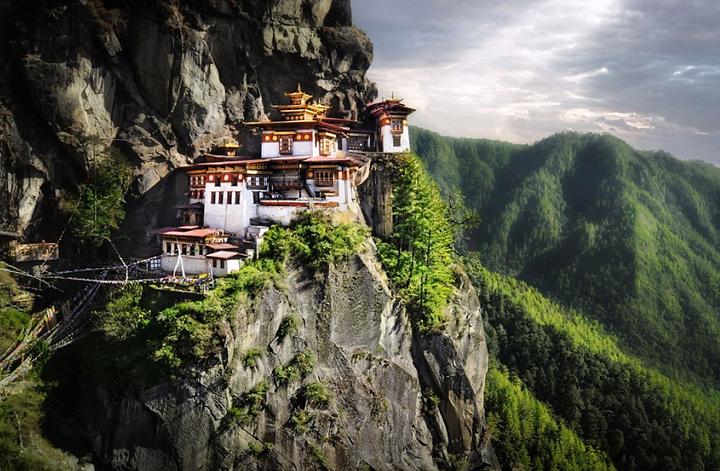 """Монастырь """"Гнездо тигрицы"""" в Бутане"""