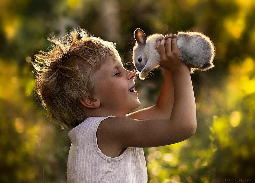 Дети играют на природе 3