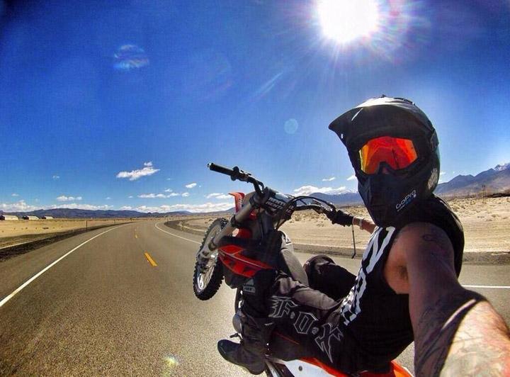 Селфи на мотоцикле