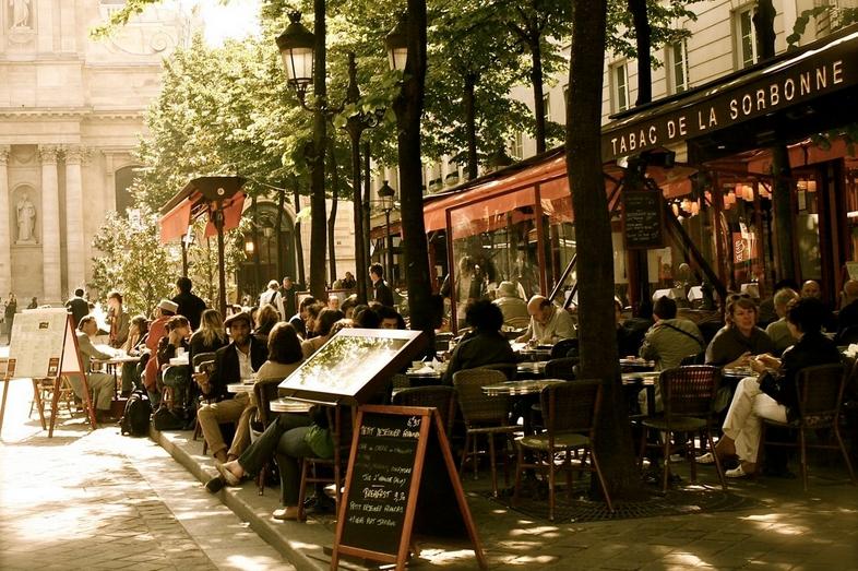 Уличные кафе в Париже