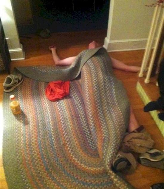 Люди, спящие в странных местах фото