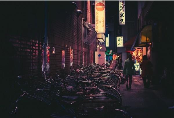 токио ночью стоянка велосипедов