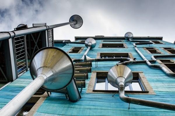 Стена с поющими трубами, Дрезден фото