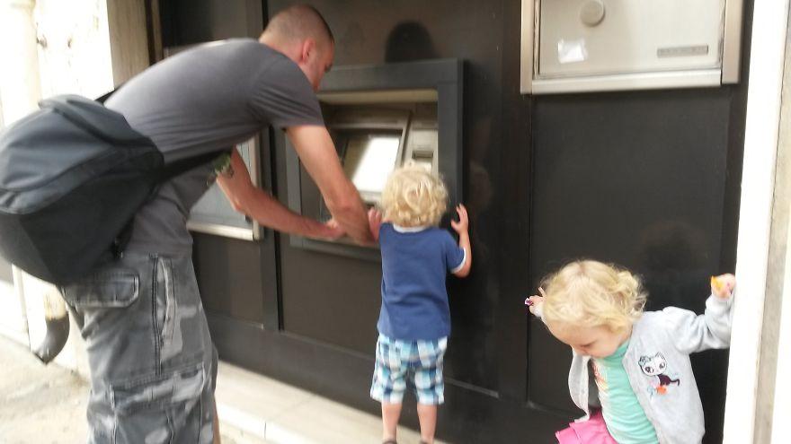банкомат в италии