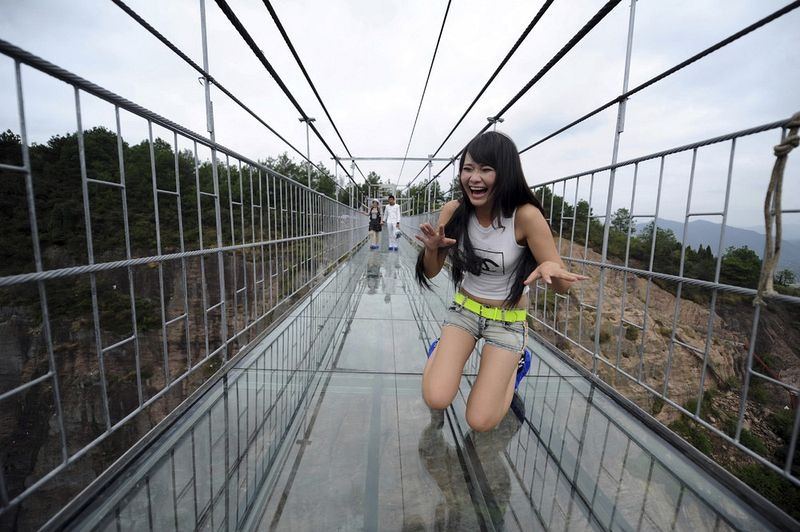 glass-suspension-bridge-china-6[6]