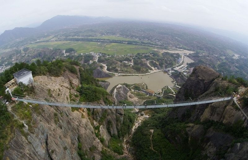 glass-suspension-bridge-china-7[6]