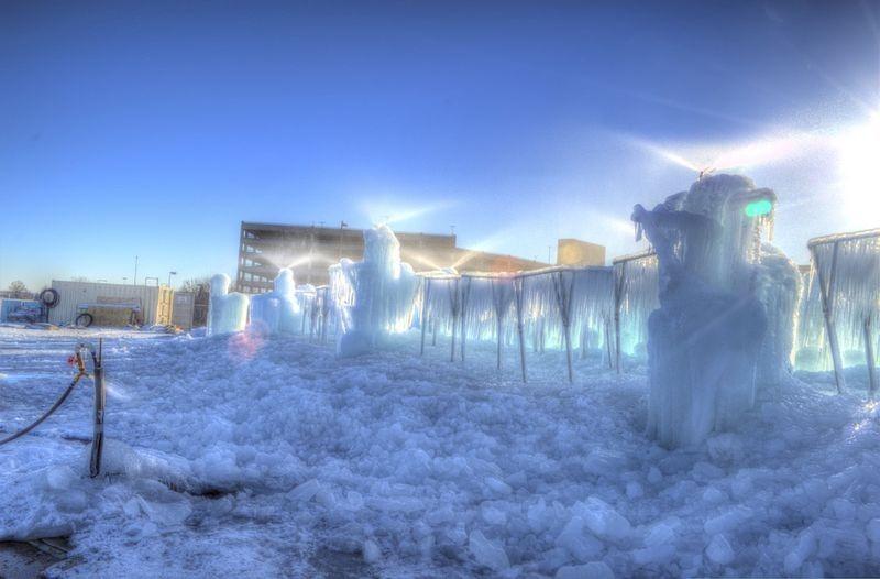 как строят замки из льда