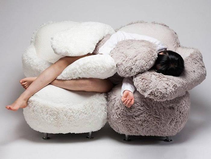 обнимающий диван