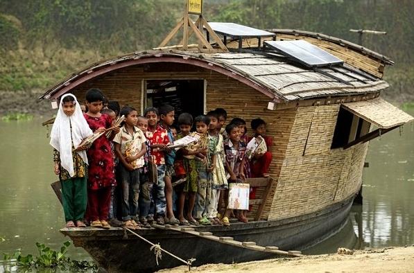школы на лодках в Бангладеш