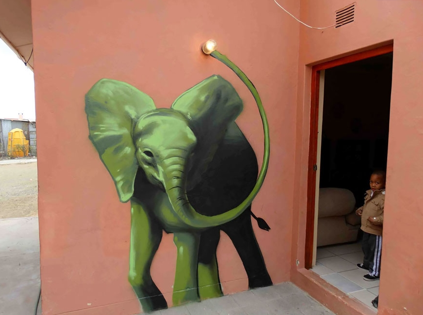 слон нарисованный на стене