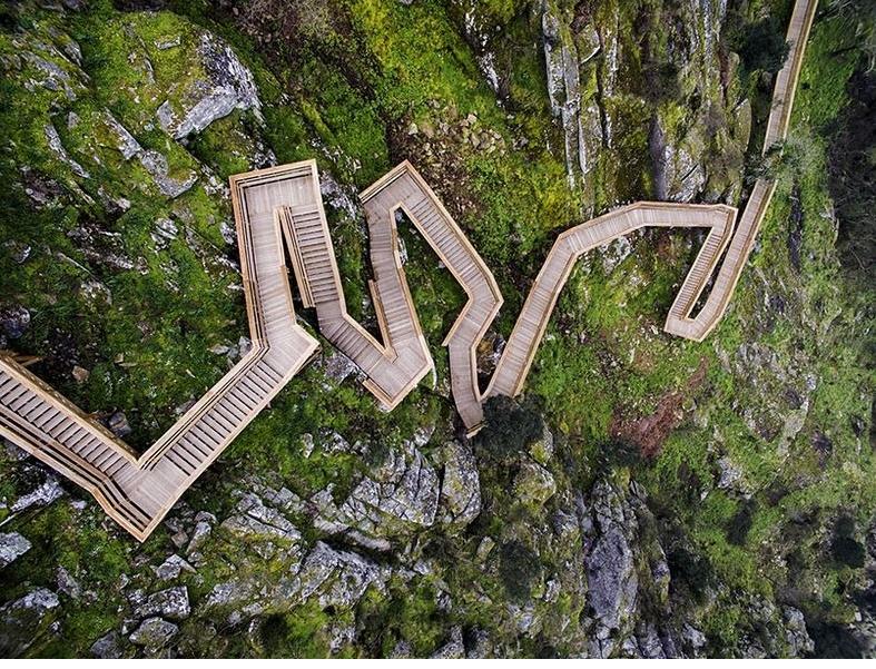 деревянная лестница в Португалии