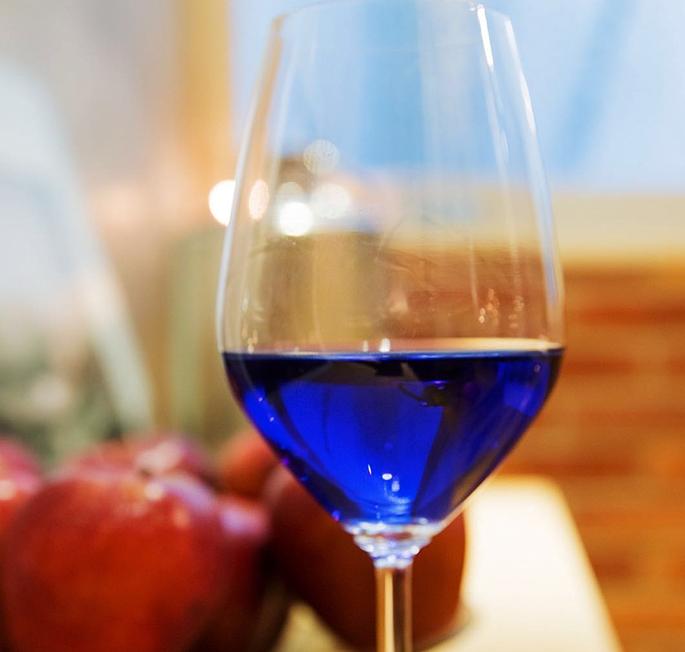 фото синего вина