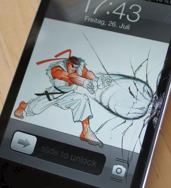 необычный способ скрыть треснутый экран смартфона