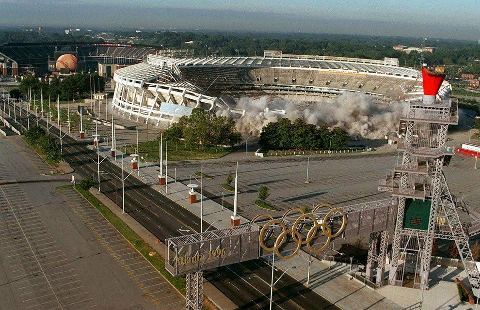 разрушение стадиона в Атланте
