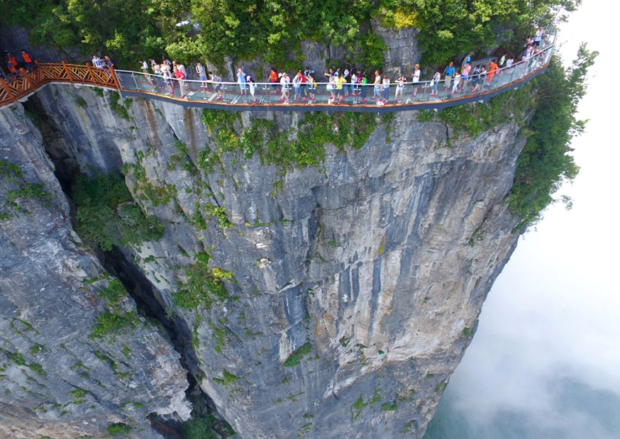 стеклянный мост на высоте 1403 метра