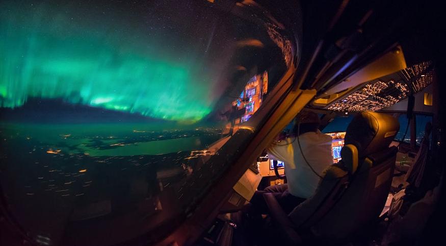 фото северного сияния из самолета