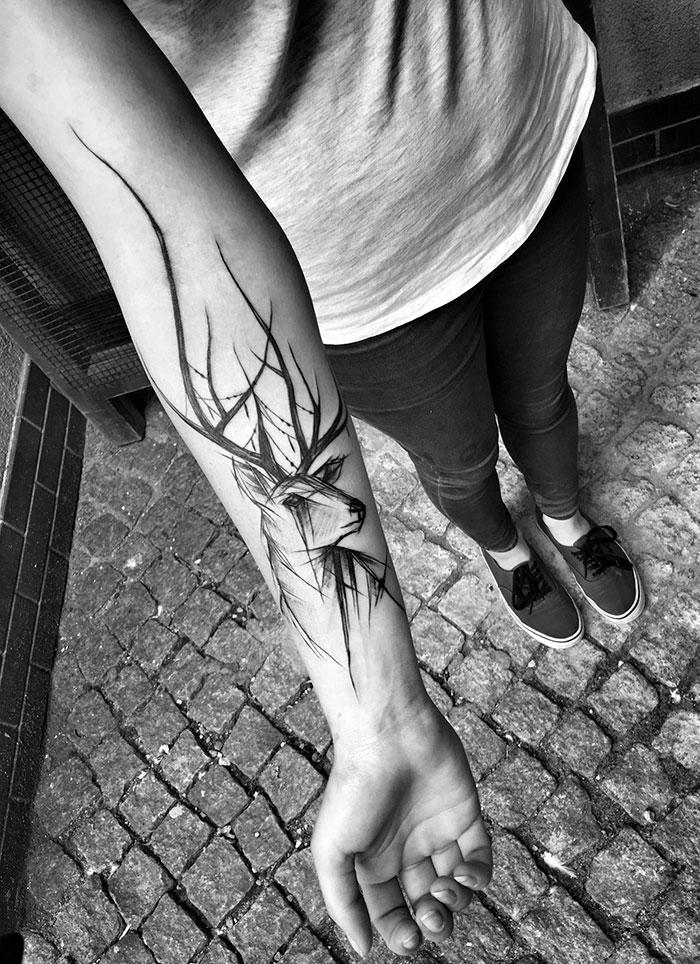 Татуировка в виде наброска оленя