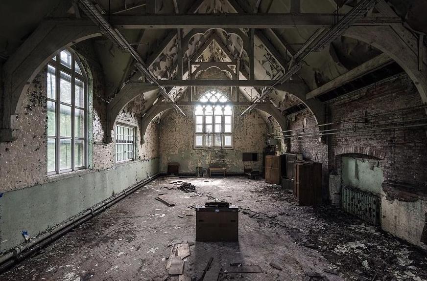 Брошенная церковь в Англии