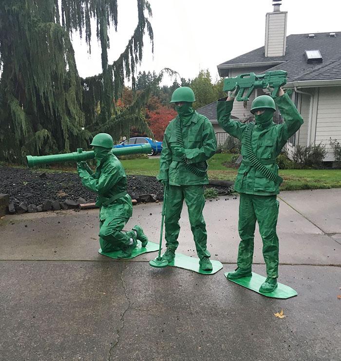 костюмы в виде солдатиков