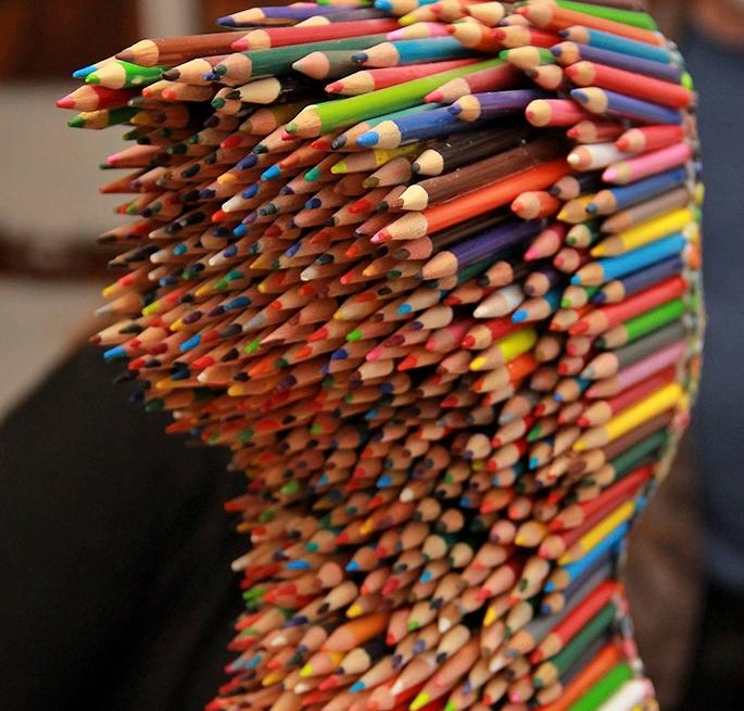 скульптура из цветных карандашей