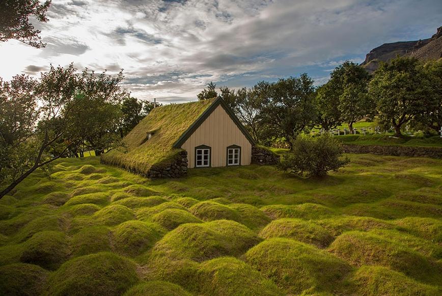 Исландская избушка на кочках