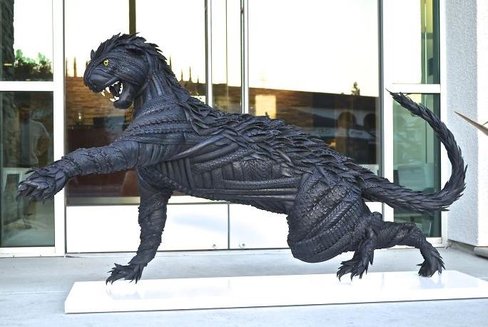 Скульптура из шин.