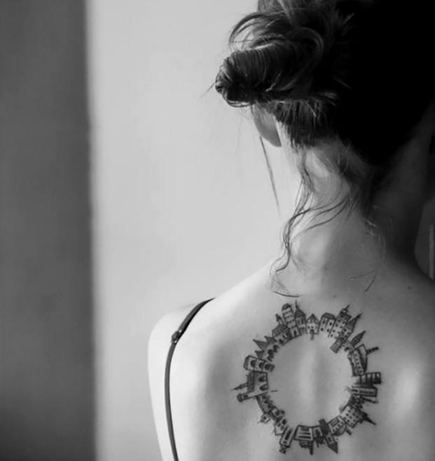 красивая татуировка на спине
