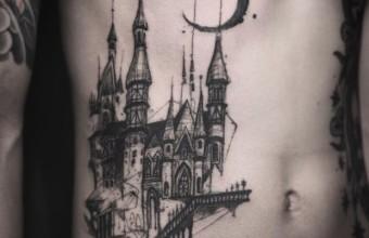 татуировка замок на животе
