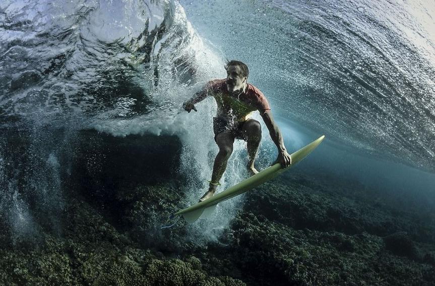 необычное фото серфера